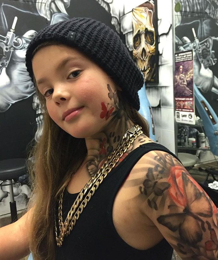 В чем опасность татуировок для подростков