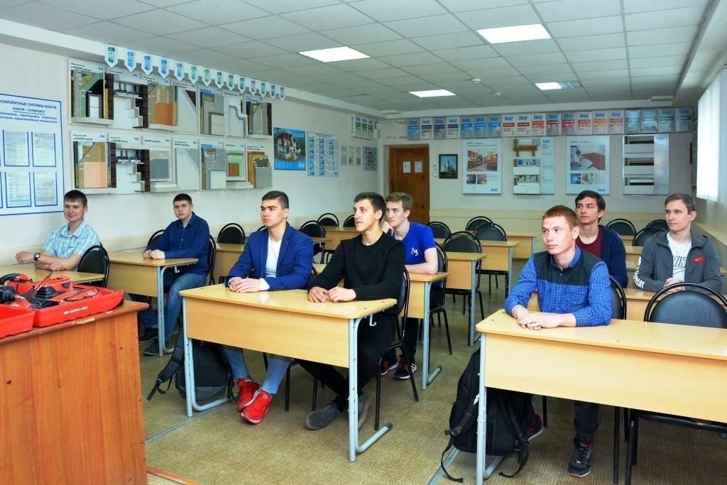 Школьники стали чаще уходить в техникумы