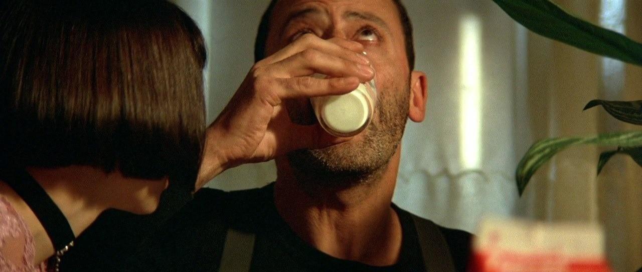 Эффект молока: почему актеры в фильмах чаще всего пьют именно этот напиток