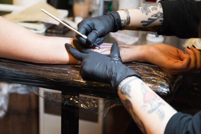 Где заказать татуировочные средства и оборудование